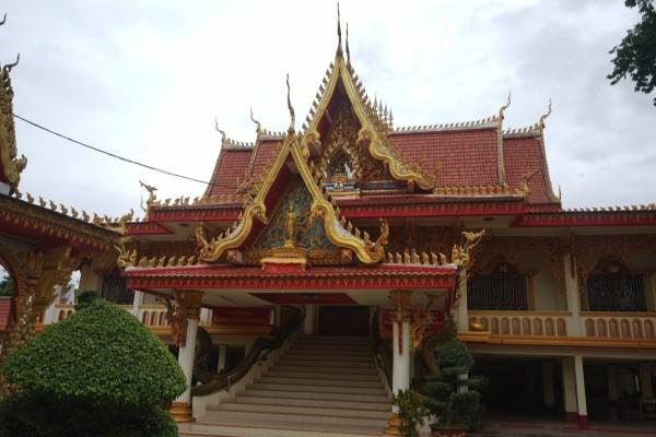 宿の目の前の寺