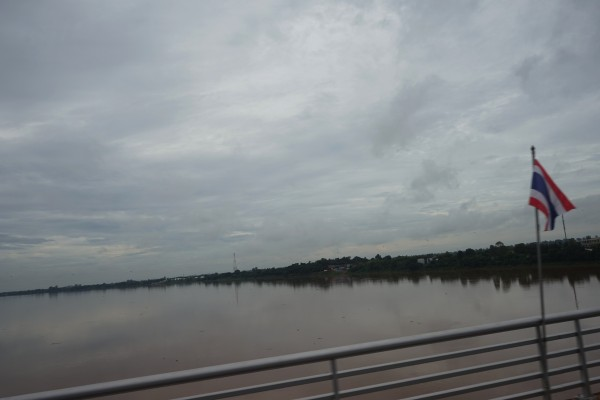 川の向こうはラオス