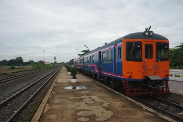 ラオス到着電車