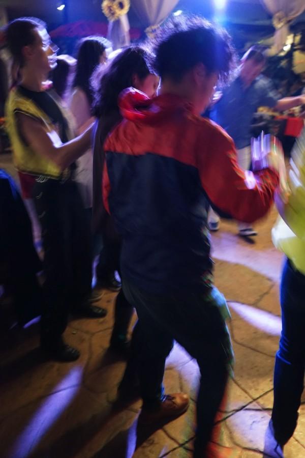 フォークダンス的な