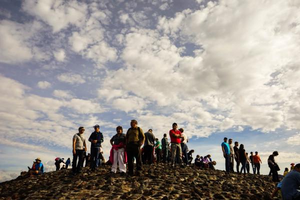 山頂も人がたくさん