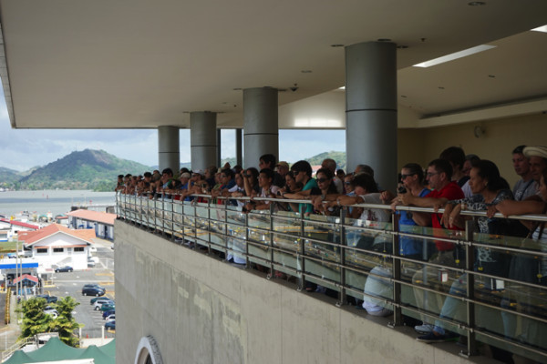 大勢の観光客