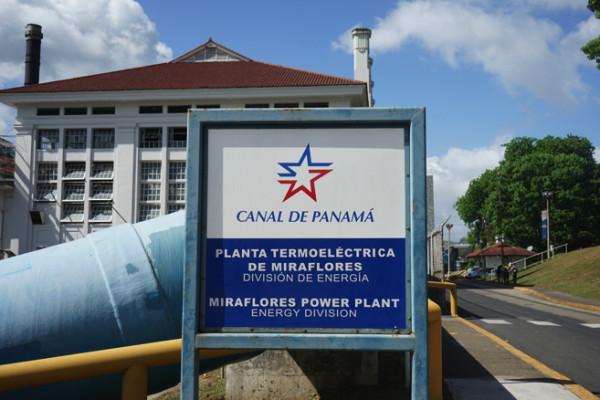 パナマ運河にやってきた