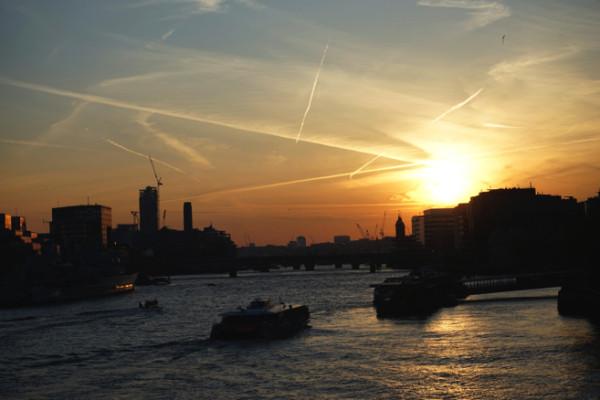 橋から見える夕焼け