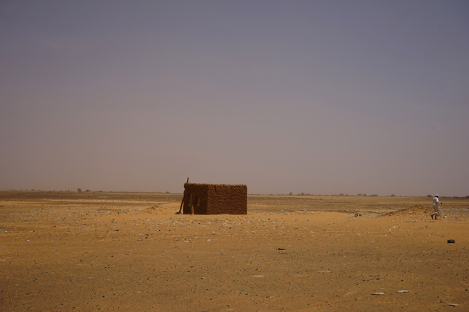砂漠にぽつんと
