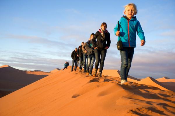 砂漠の行進