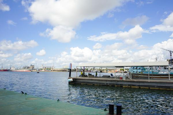 ダルエスサラームの港