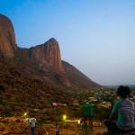 カッサラ|不思議な形をしたタカ山ふもとの街とバス情報